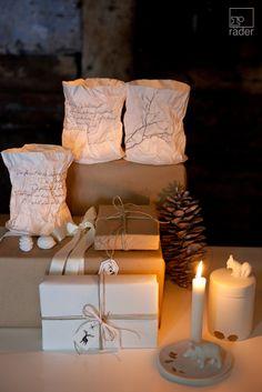 Silber + Weiß. Weihnachts Papier Licht. Für eine schöne Winterzeit und festliche Stunden. Für die kalten Tage und ein warmes Zuhause.