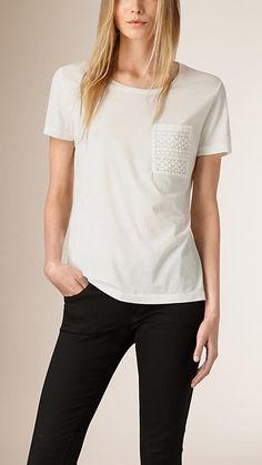 Creme Camiseta de algodão com bolso de renda - Imagem 1