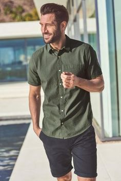 When you know your outfit is on fleeeeek! pair some short shorts with a shirt for a super dapper summer look. - clothing, ideas, beach, s… Style Casual, Men Casual, Simple Summer Outfits, Summer Clothes For Men, Mens Casual Summer Outfits, Spring Outfits, Casual Dresses, Mens Clothing Styles, Clothing Ideas