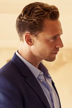 Tom Hiddleston in The Night Manager. Full size image [UHQ]: http://ww1.sinaimg.cn/large/6e14d388gw1f0emhazlptj22qb1tmnpe.jpg Source: http://www.streammag.se/the-night-manager-till-c-more-i-februari/