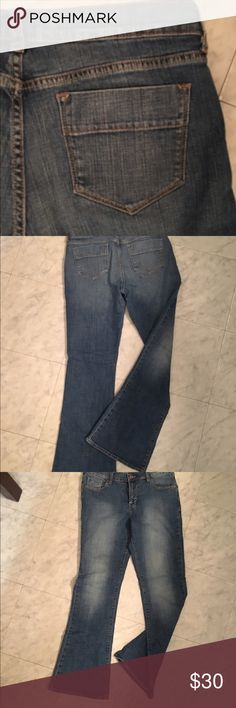 Old navy sweetheart  jeans Old navy sweetheart , 8 reg, inseam measures 33 & waist is aprox 32, nice stretch, for great fit & very comfortable, nice plain back pockets, never worn, like new old navy Jeans Flare & Wide Leg