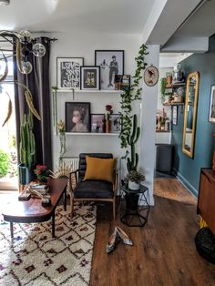 How to style vibrant colours in your home interior - an interview with Agi Dmochowska Living Room Decor Eclectic, Room Decor Bedroom, Home Living Room, Apartment Living, Living Room Designs, Bohemian Living Rooms, Living Area, Casa Rock, Design Retro