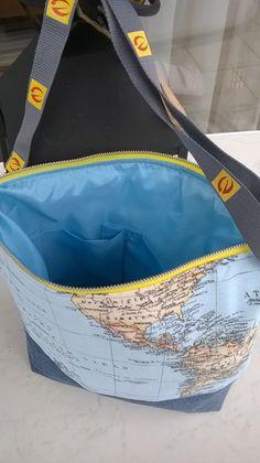 Umhängetasche Milow Aus alter Jeans und Dekostoff Weltkarte. Mit Innentasche