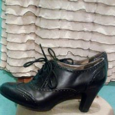 Naturalizer heel/booties Naturalizer heel. Used but good condition no toe marks or scuffs.  Well worn N taken care of Naturalizer Shoes Ankle Boots & Booties