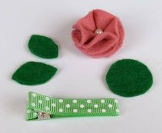 Handmade baby hair clip tutorial to help you make a gorgeous and unique baby gift. Includes tips for covering alligator clips so the ribbon won't peel off. Baby Girl Hair Clips, Toddler Hair Clips, Baby Hair Bows, Ribbon Hair Clips, Felt Hair Clips, Flower Hair Clips, Toddler Hair Accessories, Crochet Hair Accessories, Crochet Hair Bows