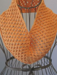 Knitting Patterns Cowl Balls to the Walls Knits: Dimpled Eyelet Cowl Yarn Projects, Knitting Projects, Crochet Projects, Knitting Ideas, Knit Or Crochet, Crochet Scarves, Crochet Stitches, Cowl Scarf, Knit Cowl