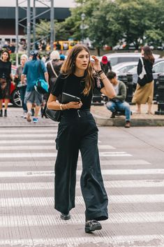 Street style fashion / fashion week Source by dinahcharlesfra outfits New York Street Style, Street Style Trends, Street Styles, Collage Outfits, Fashion Collage, Looks Style, Street Style Looks, My Style, New Look Fashion