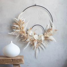Dried Flower Wreaths, Dried Flowers, Paper Flowers, Diy Wanddekorationen, Fleurs Diy, Ideas Prácticas, Dried Flower Arrangements, Creation Deco, Floral Hoops