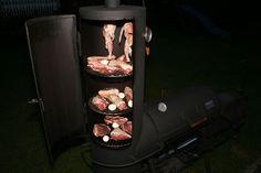 sucht man im Supermarkt heutzutage meist vergebens. Aus diesem Grund räuchere ich mein Fleisch selbst. Ich lege mein Fleisch nicht in Tontöpfen ein, sondern Vakuumiere mein Fleisch mit meinem Vakuumgerät von der Firma Lava. Beim eigentlichen räuchern muss man beachten, dass die Temperatur in der Räucherkammer nicht über 25 Grad steigt. Damit ist gewährleistet, dass das Eiweiß im Fleisch nicht gerinnt. Einen Schinken zu räuchern dauert natürlich etwas länger. Bis man vom selbst geräucherten…