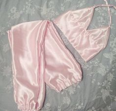 This listing is for a satin look two piece with a bralet style top and high waisted trousers, (trousers are a semi-loose fit and are a