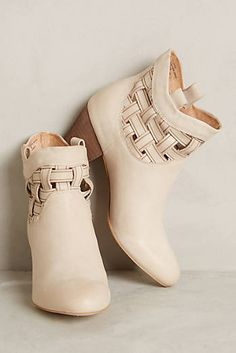 Ivory criss-cross booties #anthrofave