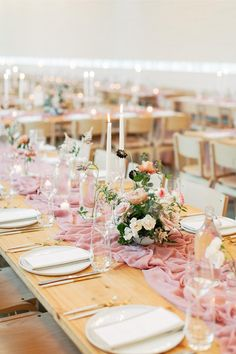 Clementine Botanical Art's organic blush blooms looked so romantic against the bright white walls of the reception space, while the boho lounge decor made for a major personality moment! We're sharing all the details from this modern wedding on SMP! Photography: @featherandtwine  #modernweddingtable #weddingreceptioninspo #weddingtablesetting #prettywedding Modern Wedding Venue, Wedding Reception, Wedding Venues, Dream Wedding, Wedding Dreams, Boho Lounge, Lounge Decor, Houses In Austin, Prospect House