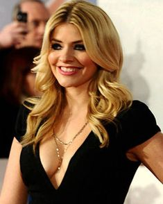 IT didn't need proving but we're happy to report that Holly Willoughby has OFFICIALLY got the best boobs in Britain. Holly Willoughby Bikini, Holly Willoughby Legs, Holly Willoughby Outfits, Beautiful Women Over 40, Beautiful Females, Beautiful People, Celebrity Boots, Sexy Legs And Heels, I Love Girls