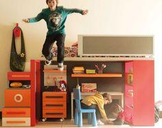 Una habitación infantil no puede ser aburrida. Litera con plataforma de 220 x 105 x 5 cm y 122 cm de altura pensada para tener soluciones singulares...