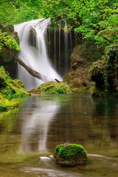 Vaioaga Waterfall, Romania (by Sebastian Puraci) Beautiful Places In The World, Beautiful Places To Visit, Places To See, Beautiful Waterfalls, Beautiful Landscapes, Waterfall Photo, Natural Park, Amazing Nature, The Great Outdoors