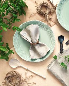 Tämä lautasliina sopii monenlaiseen kattaukseen ja on ekologinen valinta. Lautasliina on helppo pestä pesukoneessa ja sillä voi somistaa pöydän aina uudelleen. Napkins, Bear, Tableware, Dinnerware, Towels, Dinner Napkins, Tablewares, Bears, Dishes