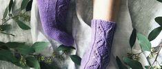 Niina Laitisen suunnittelemat kauniin syreenin väriset Anemone-sukat Boot Cuffs, Leg Warmers, High Socks, Knitting Patterns, Knit Crochet, Fashion, Leg Warmers Outfit, Moda, Thigh High Socks