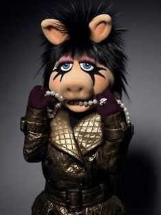 """""""I'm the Liza Minnelli of Muppets"""" Miss Piggy. Kermit And Miss Piggy, Kermit The Frog, Danbo, Jim Henson, Totems, Les Muppets, Fraggle Rock, The Muppet Show, Muppet Babies"""