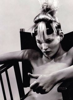 shoulderblades: kate moss by david sims for i-D the survival issue, february 1996 David Sims, Kate Moss, Jean Paul Goude, Moss Fashion, Heroin Chic, Queen Kate, Miss Moss, Richard Avedon, Steven Meisel