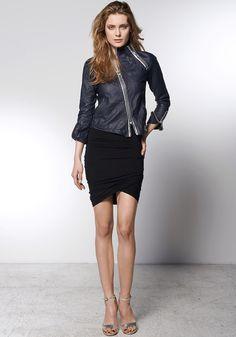 Kurtka OPERA BOLERO LEATHER: http://robertkupisz.com/pl/shop/products/kurtka-opera-bolero-leather?variant=color_navy