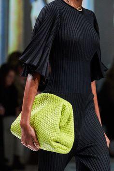 Bottega Veneta Fall 2020 Ready-to-Wear Fashion Show - Vogue Fashion Wear, Fashion 2020, Fashion Show, Fashion Outfits, Womens Fashion, Paris Fashion, High Fashion, Jumpsuit Denim, Overall Jumpsuit