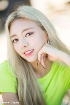 Photo album containing 12 pictures of Yuna Kpop Girl Groups, Korean Girl Groups, Kpop Girls, Uzzlang Girl, New Girl, K Pop, Euna Kim, Loona Kim Lip, Soyeon