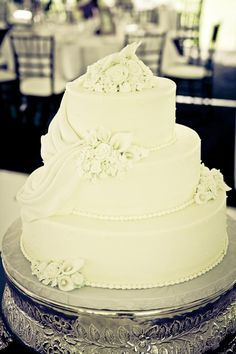Vermont wedding cake: Red-velvet cake topped by draped icing and sculpted flowers to match the table centerpieces.