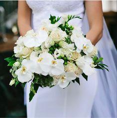 Burgundy Wedding Flowers, Wedding Colors, Cream Flowers, Cream Roses, Garden Roses Wedding, Bulk Roses, Mini Carnations, Long Stem Flowers, Organic Roses