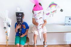 Einschulung: Die Schultüte Rakete, Einhorn oder ABC Schwarz Weiß Look, für Jungs und Mädchen könnt ihr ganz einfach selber basteln: einfach Free Printables ausdrucken, Vorlage auschneiden, Zuckertüte bekleben - tolle Überraschung zum Schulanfang am ersten Schultag. Stundenpläne fürs Kinderzimmer oder Klassenzimmer + Ideen zur Füllung gibts auf unserem Blog FAMILICIOUS.de ! Back to School girls & boys: school cone + timetable template with cute unicorn & rainbow, robot & space, ABC…