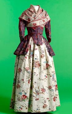 BlackCupcakeKitty — Late 18th Century shawl, jacket and skirt. I...