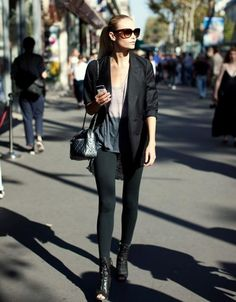 the black jacket/  La chaqueta negra/ La veste noire /.