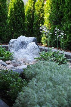 Ennen | Jälkeen: Piha ilman nurmikkoa - Puutarhasuunnittelu Puksipuu Balcony Garden, Stepping Stones, Pergola, Outdoor Decor, Plants, Gardens, Home Decor, Stair Risers, Decoration Home