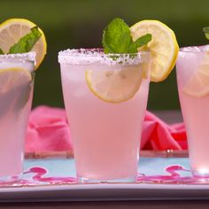 Food and drink: Meet margaritas sassy sister. More tequila minus the mint Drink mixes to quench your thirst and Give you that Pink Señoritas - Pic to Pin Just witout salt insred sugar and witout alchohol We want specialty cocktails. Limonade Rose, Healthy Drinks, Healthy Recipes, Food And Drinks, Beverages, Fancy Drinks, Dinner Healthy, Alcohol Drink Recipes, Fireball Recipes