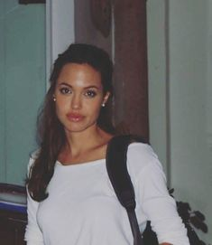 Angelina Jolie so pretty! Angelina Jolie Style, 90s Costume, Grunge Hair, Hollywood Celebrities, Girl Crushes, Woman Crush, 90s Fashion, Pretty People, Makeup Looks