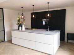 home bunch kitchen Kitchen Room Design, Kitchen Interior, Home Interior Design, Country Chic Kitchen, My Kitchen Rules, Luxury Kitchens, Home Kitchens, Oak Floating Shelves, Dinner Room