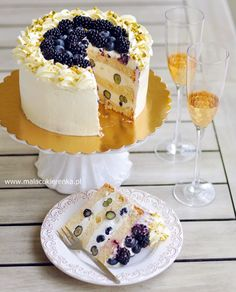 Cake with yogurt cream and blueberries, blackberries - RECIPE - Ciasta - Healty Dessert Blackberry Cake, Blackberry Recipes, Cake Decorating Piping, Cake Recipes, Dessert Recipes, Communion Cakes, Polish Recipes, My Favorite Food, Cheesecake