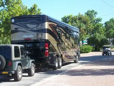Beautiful Allegro Bus motorcoach with Jeep Luxury Motorhomes, New Bus, Fun Travel, Rolls Royce, Buses, Rv, Jeep, Journey, Camping