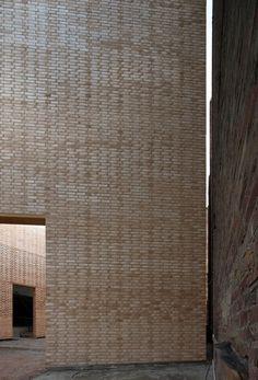 Buda Art Centre [media-lab a un antic cinema II] Brick Architecture, Contemporary Architecture, Architecture Details, Interior Architecture, Interior Design, Stairs Window, Window Wall, Brick And Stone, Exhibition Space