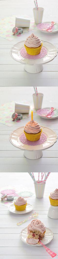 Cupcake de limón con ganache de chocolate blanco y frambuesa