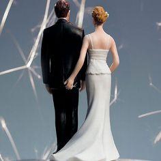 Von vorn elegant, von hinten witzig und frech - die perfekte Tortenfigur für humorvolle Brautpaare, auf der Suche nach etwas Schwung für die Hochzeitsdekoration.