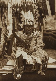 Buy prints of An Old Man of Waiyam [Yakima] (The North American Indian, v. Norwood, MA: The Plimpton Press, by Edward Sheriff Curtis online. Native American Quotes, Native American Beauty, Native American Artifacts, Native American Tribes, Native American History, Native Americans, American Symbols, American Crow, American Spirit