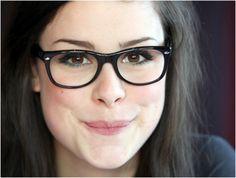 Se você tem dúvidas na hora de coordenar a make com óculos, confira o post da Farump na íntegra: http://www.farump.com.br/blog/index.php?id=115=Como-Usar:-Make-+-%C3%B3culos!