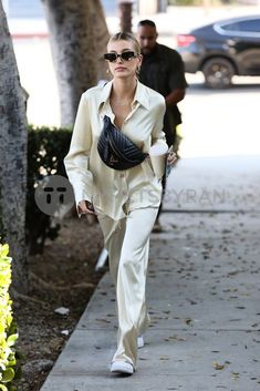 """""""Hailey Bieber leaving Maeve Reilly's office in West Hollywood, CA. Estilo Hailey Baldwin, Hailey Baldwin Style, Trendy Outfits, Fashion Outfits, Womens Fashion, Fashion Trends, Model Outfits, Fashion Tips, Look Fashion"""