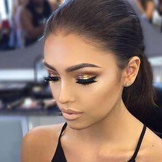Bold makeup looks! Flawless Makeup, Gorgeous Makeup, Love Makeup, Makeup Inspo, Makeup Inspiration, Makeup With Gold Dress, Makeup Set, Kiss Makeup, Prom Makeup