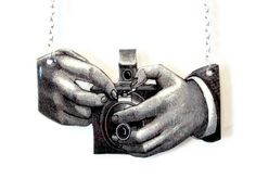 Hey, I found this really awesome Etsy listing at https://www.etsy.com/listing/86081039/vintage-camera-necklace-photography