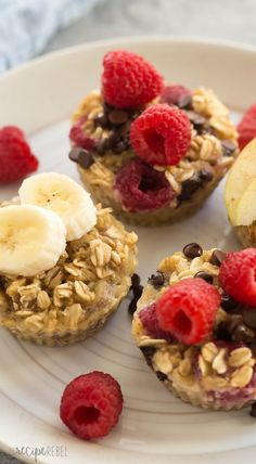 These easy baked oatmeal cups use only FOUR basic ingredients and they're perfect for breakfast, school lunches or snacks! Naturally sweetened, packed with protein, make ahead and freezer friendly with 3 different variations: raspberry chocolate chip, peanut butter banana and apple cinnamon. #EGGCreations @burnbraefarms