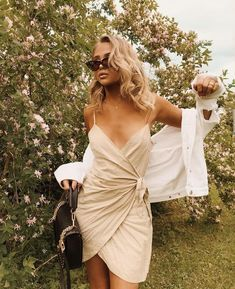 51 Spring Street Style Looks For Women - Global Outfit Experts Style Outfits, Summer Outfits, Cute Outfits, Fashion Outfits, Fashion Trends, Fashion 2018, Dress Fashion, Womens Fashion, Fashion Photography Inspiration