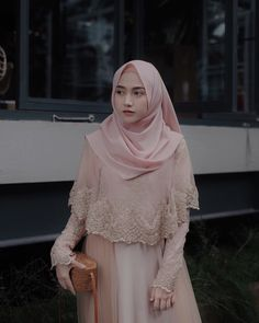 This Gown from Suka bgt sama detail brukatnya, so pretty Hijab Gown, Kebaya Hijab, Hijab Dress Party, Kebaya Dress, Kebaya Modern Hijab, Kebaya Muslim, Muslimah Wedding Dress, Muslim Wedding Dresses, Muslim Dress
