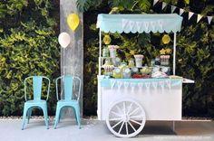 Nos encantan este tipo de decoraciones! Este carrito es un ejemplo perfecto para un negocio de Catering... haz click en la imagen para saber todos nuestros tips sobre cómo iniciar uno.