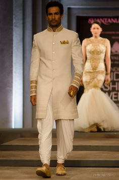 Indian Wedding Dresses By Shantanu And Nikhil At Indian Bridal Fashion Week 2013 006 - Globalemag Groom Wedding Dress, Wedding Suits, Wedding Attire, Trendy Wedding, Summer Wedding, Wedding Vows, Wedding Men, Farm Wedding, Wedding Couples